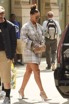Rihanna wearing Balenciaga Leather Point-Toe Mules, Dior Pre-Fall 2015 Diorama Clutch Bag and Erika Cavallini Fall 2017 Rihanna Swag, Mode Rihanna, Rihanna Outfits, Rihanna Fenty, Bold Fashion, Star Fashion, Fashion Outfits, Rihanna Fashion, Diy Fashion