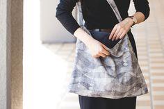ぺたんこショルダーバッグの製図・型紙と作り方 Needlework, Midi Skirt, Couture, Sewing, Skirts, Fabric, Pattern, Handmade, Bags