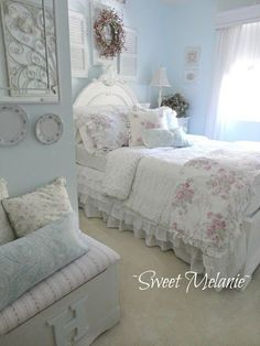 Shabby chic / romantic bedroom