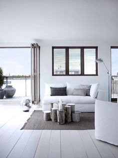 White room, grouping of logs instead of coffee table