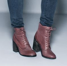 Ive got some suki boots like this--I always have trouble figuring out how to wear them! Now I know;)