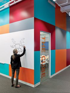 Painel/ lousa #colorful #colors #interativo #office #corporate
