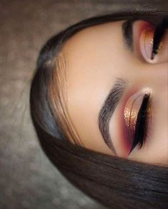 eye makeup Burgundy and gold