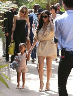 Kim Kardashian Photos - The Kardashian Family Is Seen at the La Valencia Hotel - Zimbio