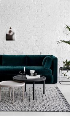 Dark Green Sofa That – Home Interior Design Ideas Home Living Room, Living Room Designs, Living Room Furniture, Living Room Decor, Home Furniture, Living Spaces, Small Living, Cozy Living, Furniture Ideas