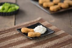 Parmesan-garlic flavor baked into crispy, boneless, veggie wings with a zesty, herbed breading makes for a tasty snack or a delicious meal! Dip Recipes, Skinny Recipes, Veggie Recipes, Vegetarian Recipes, Lunch Recipes, Veggie Food, Healthy Recipes, Yummy Snacks, Yummy Food