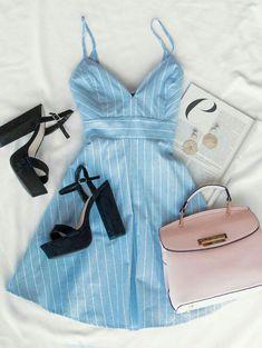 Glattes, gestreiftes Kleid Glattes, gestreiftes Kleid Source by Teen Fashion Outfits, Mode Outfits, Look Fashion, Girl Outfits, Womens Fashion, 90s Fashion, Dress Fashion, Fashion Photo, Cute Casual Outfits