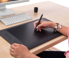 Wacom Intuos Pro Stift- und Touch-Tablet - Painting n Drawing Trends Iphone Gadgets, Tech Gadgets, Electronics Gadgets, Wacom Intuos Art, Wacom Pen, Iphone Video, Clever Gadgets, Amazing Gadgets, Drawing Tablet