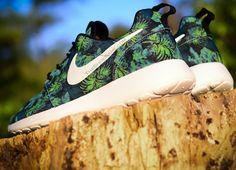 GAH! MUST. BUY. Nike Roshe Run Space Blue Poison Green