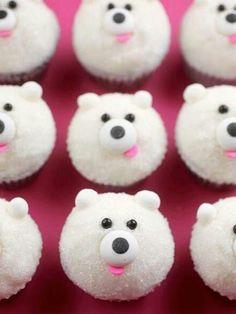 Heel makkelijk te maken je maakt eerst een cakjes daarna doe je er suiker over en dan versier je hem met snoepjes makkelijk
