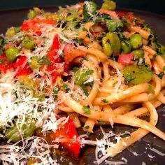 Linguine, base flavour was olive oil, garlic, chipotle chillies, anchovies, spring onions, smoked pancetta and capers. Then fresh podded kidney beans and peas with red pepper .  Sauce pasta water, butter, lemon juice and parsley #food #foodporn #foodstagram #foodie #cooking #cookingathome #homecooking Cheap Dinners, Kidney Beans, Linguine, Budget Meals, Red Peppers, Chipotle, Parsley, Onions, Pasta Salad