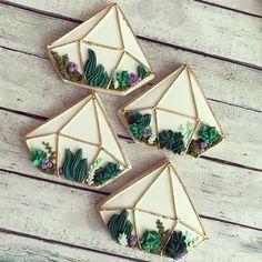 Tea Cookies, Fancy Cookies, Flower Cookies, Royal Icing Cookies, Cupcake Cookies, Cactus Cupcakes, Cupcake Boutique, Wedding Cake Cookies, Donut Decorations