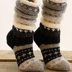 Ideas For Crochet Sweater Outfit Boot Socks Crochet Boot Socks, Wool Socks, Knitting Socks, Hand Knitting, Knit Crochet, Crochet Blanket Edging, Sock Toys, Diy Scarf, Slipper Socks