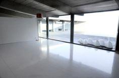 Pavimento in resina per ambiente a uso domestico, ideal per il restyling di case, appartamenti e loft