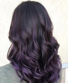 Hairstyles and Beauty: The Internet`s best hairstyles, fashion and makeup pics are here. Balayage Hair Purple, Dark Purple Hair, Balayage Ombré, Hair Color Purple, Brown Hair With Purple Highlights, Balayage Color, Hair Colors, Black Hair, Coiffure Hair