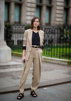 Alexa Chung is seen wearing beige suit, Chanel sandals outside Erdem. Alexa Chung is seen wearing beige suit, Chanel sandals outside Erdem during London Fashion Week February 2019 on February 2019 in London, England. London Fashion Weeks, Beige Suits, Alexa Chung Style, Celebrity Style Casual, Jogging, Sandals Outfit, Mode Style, Red Carpet Dresses, Types Of Fashion Styles