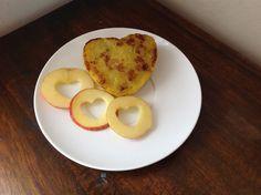 Pastelito de plátano maduro con relleno de queso... Súper deli solo en La Hora Del Lunch!  Facebook La Hora del Lunch Ec