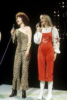 Agnetha and Frida TV-show 1975 Love Frida's leopard outfit. Disco Fashion, 70s Fashion, Vintage Fashion, Disco Party, Our Lady, Anna, Belle Photo, Dress Up, Singer
