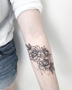 Delicately Draped – Stunning Floral Tattoos That Are Beautifully Soft And Femini… Tattoo - tattoo feminina Body Art Tattoos, New Tattoos, Tattoos For Guys, Tatoos, Tribal Tattoos, Celtic Tattoos, Tattoos Shops, Girl Tattoos, Trendy Tattoos