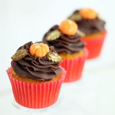 Cupcakes de zanahoria con cobertura de ganache de chocolate