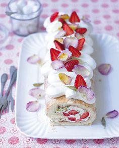 Erdbeer-Rosen-Rolle - Backen zu Ostern: Kuchen, Torten  Co. - [LIVING AT HOME]