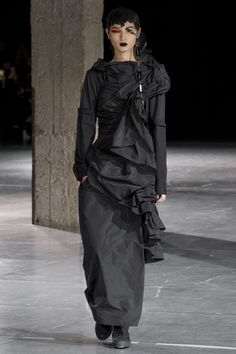 Yohji Yamamoto Autumn/Winter 2017 Ready to Wear Collection