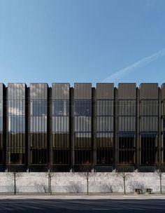 Banco Nacional da Dinamarca, em Copenhagen, Dinamarca. Construído entre 1961-1978. Arquitetura: Arne Jacobsen  (1901-1971).  Fotografia: Seier + Seier.