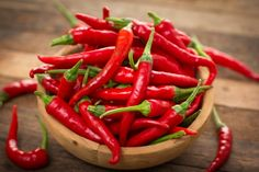 There are 4 common foods that are amazing appetite suppressant. Use these before considering any appetite suppressant pills or supplements. Spicy Recipes, Healthy Recipes, Healthy Food, Healthy Meals, Cadeau Bio, Yogurt Ranch Dressing, Natural Appetite Suppressant, Appetite Suppressants, Health