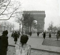 """"""" Les Champs Elysées Paris 1946 sparvagsmuseet.sl.se """""""