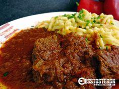 Rezept für ein einfaches Gulasch Beef, Ethnic Recipes, Food, Goulash Recipes, Meal, Essen, Hoods, Ox, Meals