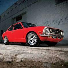 #UsadosRetro La familia de los #Corolla son producidos desde 1.966, esto habla muy bien de sus grandes prestaciones y hermoso diseño. En imagen un modelo de 1974