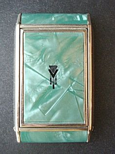 Deco Powder Compact Pearly Green. Click the image for more information.