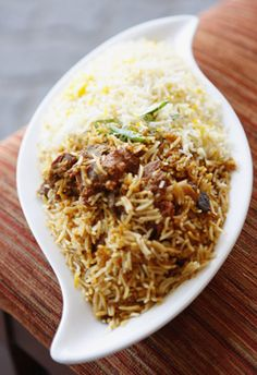 For all the chicken lovers, here's a fab biryani recipe from Dubai's famed Delhi Darbar