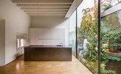 Vista interior. Rehabilitación de una vivienda en Sevilla por Schönegger + González. Fotografía © Fernando Alda.