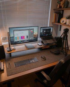 Computer Desk Setup, Workspace Desk, Gaming Room Setup, Pc Desk, Gaming Rooms, Gaming Computer, Home Office Setup, Home Office Space, Office Ideas