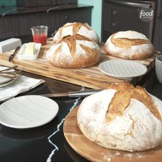 You can make INCREDIBLE bread at home that looks straight out of a bakery! Sponsored by . Enter the Food Network… Artisan Bread Recipes, Sourdough Recipes, How To Make Bread, Food To Make, Making Bread At Home, Pain Artisanal, Bread Recipe Video, Pain Au Levain, Bread Bun