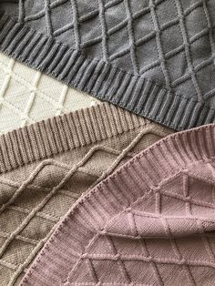 The wool blanket will warm your baby and thanks to its breathing features your baby will feel comfortable under it. Wool Baby Blanket, Baby Boy Or Girl, Warm Blankets, Small Gifts, Neutral Colors, Knitting, Boys, Maternity, Walking