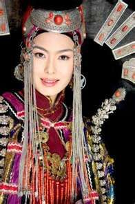Nomad Green » Restore Mongolian nationalism by traditional costume