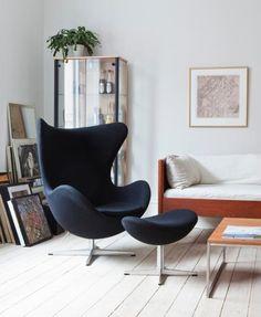 """Mit seiner einladenden, sympathischen Form hat sich Arne Jacobsens """"Egg Chair"""" einen Stammplatz im Herzen aller Designliebhaber erobert. 1958 entworfen, gilt er heute als einer der begehrtesten Wohnklassiker."""