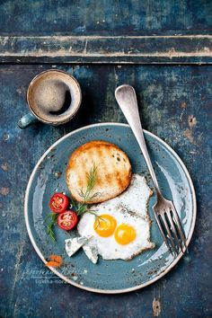 Breakfast eggs?!! To hell with the breakfast eggs, an they're burn't anyway! Jeeeeze - just feast your eyes on that fabulously layered & faded denim colour finish on the wood part. Cworrrrr..
