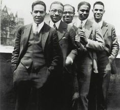 Harlem Renaissance: Langston Hughes, Charles S. Johnson, E. Franklin Frazier, Rudolph Fisher and Hubert Delany (brother of the Delaney Sisters) overlooking St. Nicholas Avenue in Harlem in the Photo via the Schomburg Center. Clash Of Clans, Black Art, Granada, African American Actors, African Americans, Divas, Langston Hughes, Vintage Black Glamour, Vintage Beauty