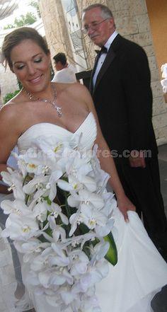 #white #bridal #bouquet at #banyantree #weddingcancun by #latinasia