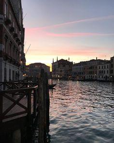 ..wishing you a wonderful evening! Stay tuned, coming soon beautiful news from Venezia! . . . www.porteitalia.com ————————————————— #italianfurniture #venetianinteriors #art #architecture #paintedfurniture #worldofinteriors #handmade #handpainted #interiordesign #luxuryhotels #luxuryhome #homedecor #design #finepaintedfurniture #venetianfurniture #venice #instavenice #sothebys #luxuryinteriors #italiandesign #luxurylifestyle #luxuryfurniture #isaloni #ad #porteitalia #porteitaliavenezia