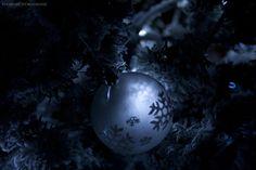 Boule de lumiere by PoussiereObsidienne.deviantart.com on @deviantART
