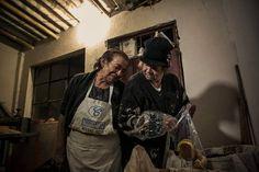 #documentalphotography #documenting #socialdocumentary #sociallandscape #visualstorytelling #stories #colombianphotojournalist #photojournalism #traveler #foodporn #womanworkers #breadmaker #villamilvisuals by villamilvisuals