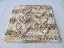 Free+Knitting+Pattern+-+Dishcloths+&+Washcloths+:+Cabled+Heart+Cloth