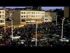 Nijmegen Het bombardement van 22 februari 1944 sloeg een gat in de stad Nijmegen. Op de plek waar eens drie straten liepen, wilde men na de oorlog een centrumplein bouwen. Het werd Plein 1944. Een plein voor markt, uitgaan en evenementen. Vanaf de jaren 60 nam de auto het plein steeds verder over; er moest iets gebeuren. De auto verdween...maar ook de levendigheid. De Verborgen Wereld van Plein 1944.