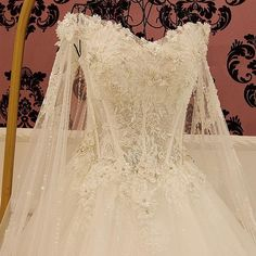 AHW032 New Arrival Charming Lace Train Sexy Wedding Dresses with Appliques 2017