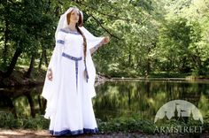 Medieval Fantasy Wedding dress White Swan = Laila's wedding dress, but reverse the colours?