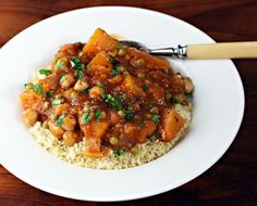 Butternut squash and chickpea stew, with a hint of cinnamon (vegan & gluten-free).